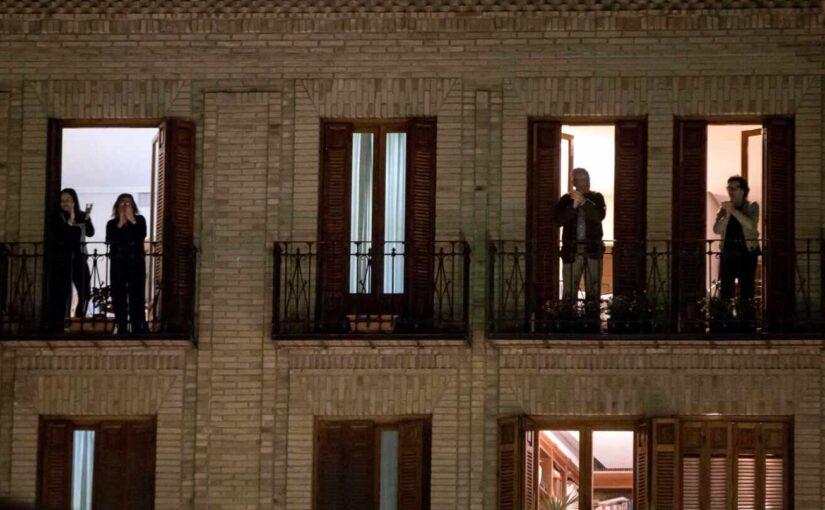 Donde antes veíamos balcones, ahora vemos casas.